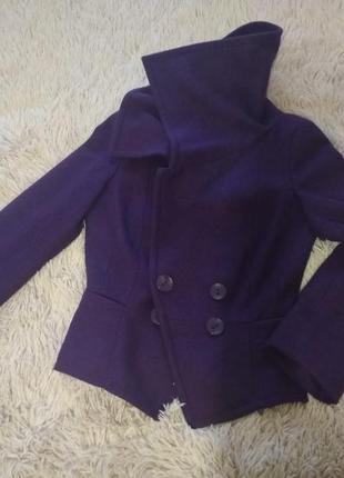 Фиолетовое короткое пальто, полупальто