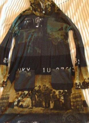 Необычное платье-туника с капюшоном и с разрезами по бокам