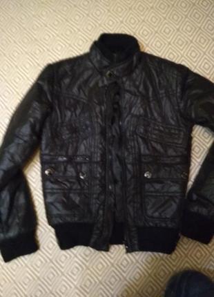 Дуже тепла легка чоловіча (підліткова куртка) на осінь(весну)