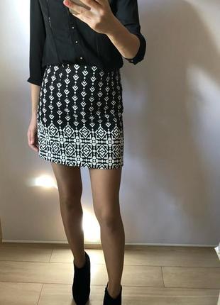 Стильная юбка из плотной ткани