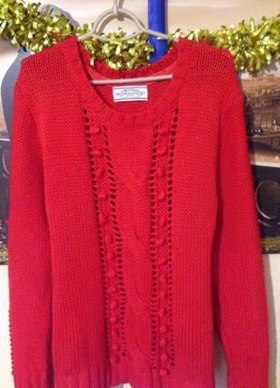 Красный - прекрасный)) свитер с помпонами.
