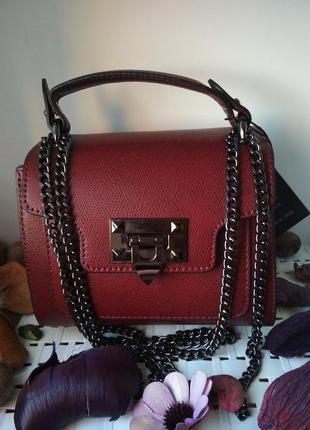 Небольшая кожаная сумочка. бордовая.