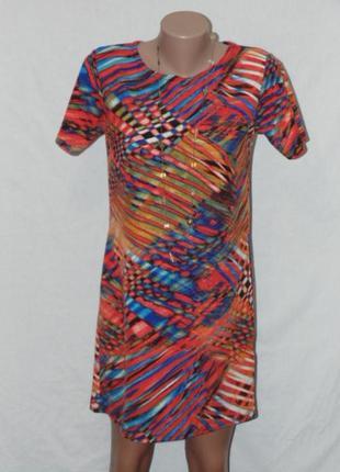 Прямое стильное платье