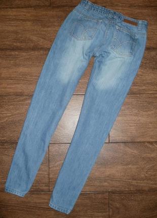 Стильные джинсы с вышивкой на 11 лет2