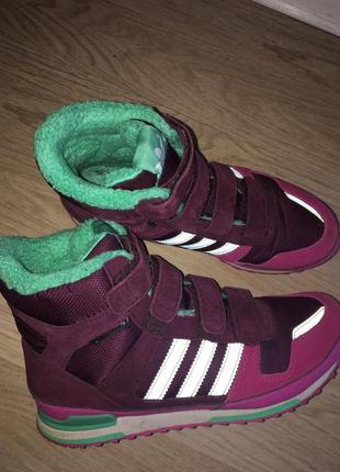 Ботинки adudas.