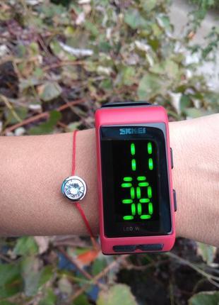 Новые крутые led часы, черные с красным