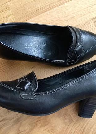 Кожаные туфли на устойчивом коаблуке туфельки лоферы