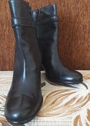 Суперові італійські чобітки 36 розміру 24см не сток