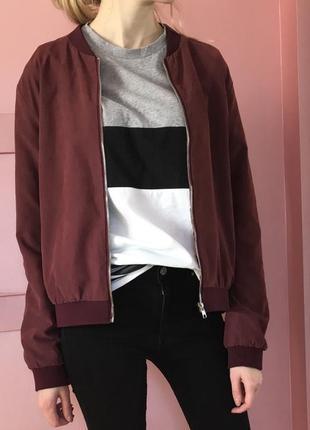 Бомбер цвета бордо