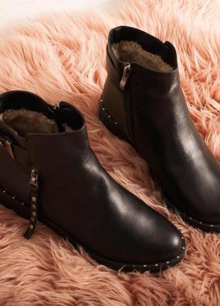 Кожаные ботинки внутри мех