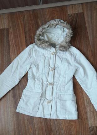Белая куртка-парка демисезонная