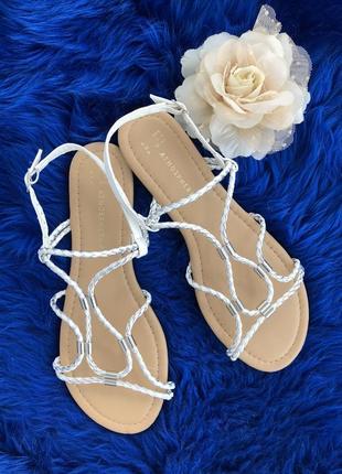Босоножки. сандалии.  сандали. шлёпанцы. вьетнамки. летние туфли.
