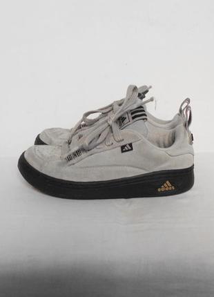 Осенние спортивные городские кроссовки  из натуральной замши adidas