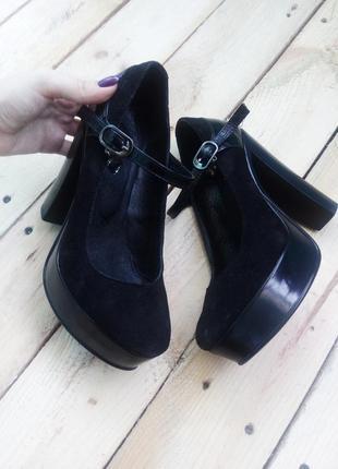 Роскошные замшевые туфли на устойчивом каблуке