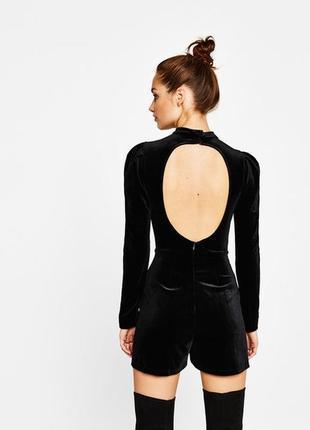 Черный велюровый вечерний приталенный комбинезон с шортами открытая спина bershka night