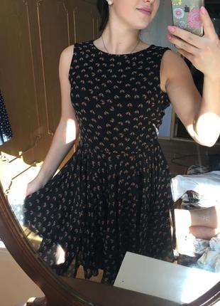 Очень красивое платье ,размер м
