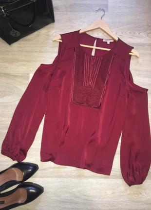 Шикарная блуза с открытыми плечиками и вышивкой цвета марсала