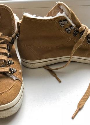 Теплые коричневые кеды adidas