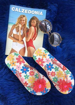 Яркие шлёпанцы-вьетнамки. босоножки. сандалии. сандали. летние туфли.
