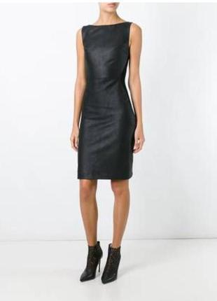Шикарное кожаное платье с кружевной спинкой
