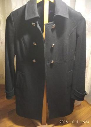 Пальто плотное,  демисезонное.