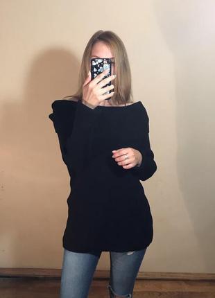 Базовый черный свитер с опущенными рукавами с широкой горловиной