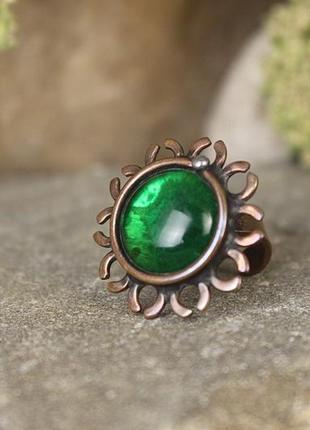 Кольцо медное с зеленым стеклом размер 17-17,5