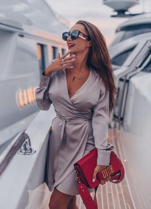 Нарядное шелковое бежевое платье