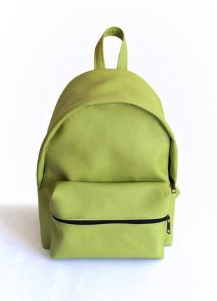 Рюкзак из качественного кожзаменителя