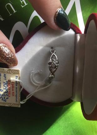 Маленькое серебряное колечко