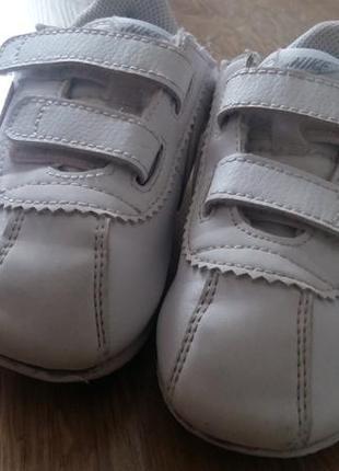 Білосніжні фірмові кросівки nike3 фото
