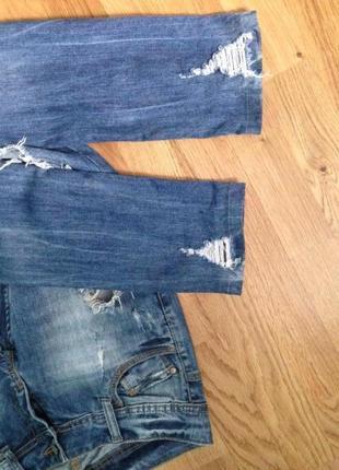 Рваные джинсы с низкой посадкой