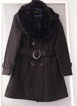 Стильное черное драповое пальто