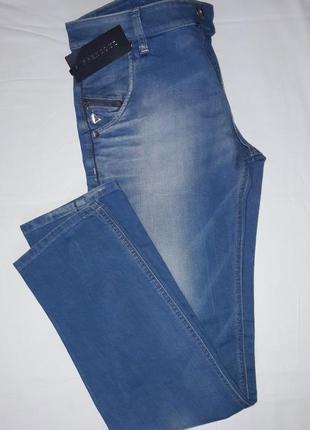 Модельные женские джинсы