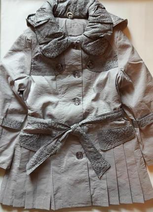 48169611347 Модное осенне-весеннее пальто с капюшоном низ в складочку на 6-7 лет