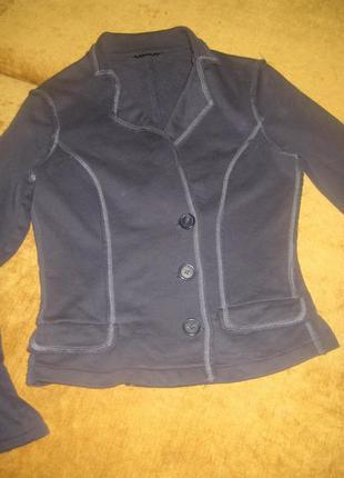 Пиджак серый стильный