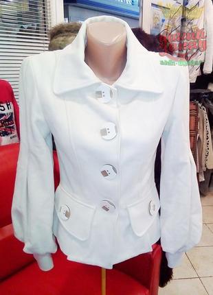 Пальто vikatia молочного цвета,очень красивое