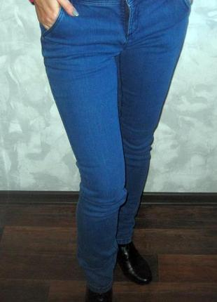 Отличные синие плотные джинсы (тянутся)