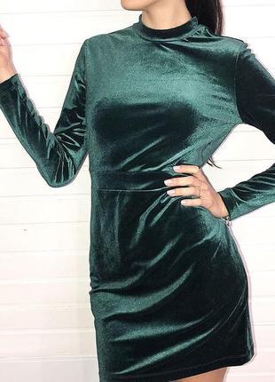 Платье велюровое с открытой спиной