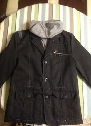 Куртка-пиджак на мальчика 10-11-12 лет