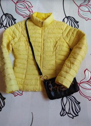 Яркая стёганая куртка