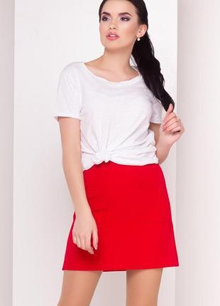Красная юбка с накладными карманами