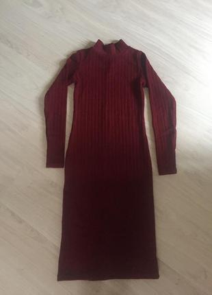 Классное платье в рубчик