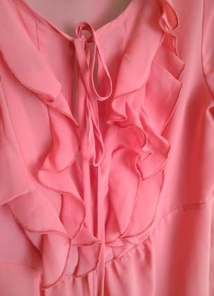 Коралловая шифоновая  блузка с жабо дешево