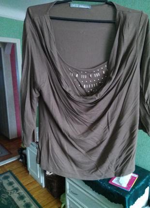 Шикарная вискозное  блузка -  лонгслив с хомутом м-л с украшение цвета фанго