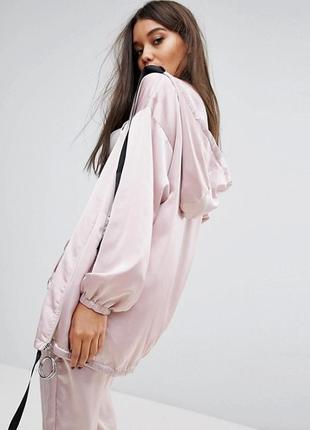 Удлиненная атласная куртка на молнии с капюшоном missguided londunn a1158