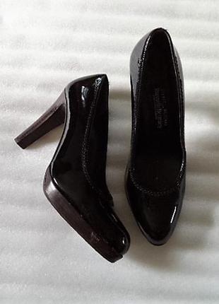 Лаковые кожаные испанские брэндовые куфли на узкую ногу