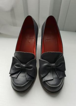 Кожаные туфли бренда mallanee