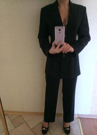 Стильный деловой костюм брюки и жакет