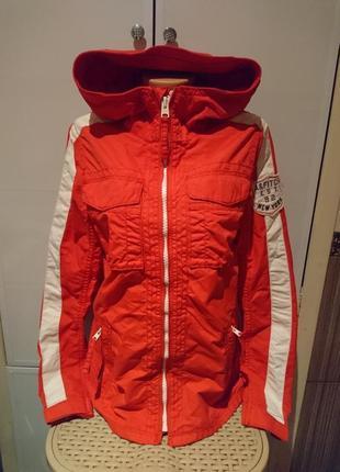 Женская курточка красного цвета abercrombie & fitch